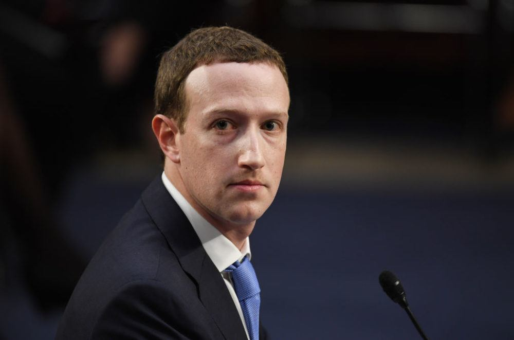 Facebook'un kurucusu Mark Zuckerberg Özür