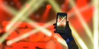 mobil uygulaması olan ünlü sahnede